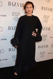 Kristin Scott Thomas in Valentino ai Harper's Bazaar Women of the Year Awards 2018