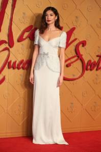 Gemma Chan in Miu Miu alla Mary Queen Of Scots Premiere, London