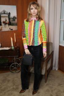 Suki Waterhouse in an Alexa Chung shirt e Christian Dada jeans alla cena del Thanksgiving