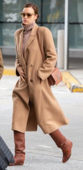 Irina Shayk con la Burberry TB bag in Brown sales@theimagedirect.com Please byline:TheImageDirect.com *EXCLUSIVE PLEASE EMAIL sales@theimagedirect.com FOR FEES BEFORE USE