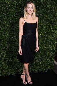 Margot Robbie in Chanel Little Black Dress ai pre-BAFTA dinner