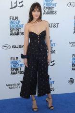 Dakota Johnson in Gucci agli Film Independent Spirit Awards.