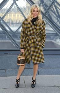 Sienna Miller in Louis Vuitton al Louis Vuitton Fashion Show, Paris