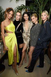 h Joan Smalls, Cara Delevingne, Kendall Jenner, Hailey Bieber, and Elsa Hosk alla Times Square Edition Premiere