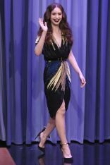 Lily Collins al The Tonight Show