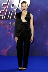 Scarlett Johansson in Tom Ford alla premiere of Avengers Endgame.