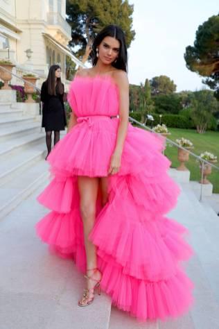 Kendall Jenner in Giambattista Valli x H&M all'amfAR Cannes Gala