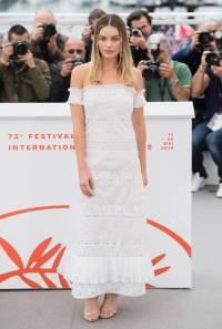 Margot Robbie in Chanel Haute Couture all'Once Upon a Time in Hollywood photocall al Cannes Film Festival Red Carpet 2019