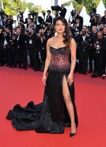 Priyanka Chopra in Roberto Cavalli Couture alla Rocketman Premiere al al Cannes Film Festival