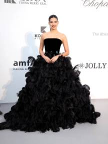 Sara Sampaio in Armani all'amfAR Cannes Gala