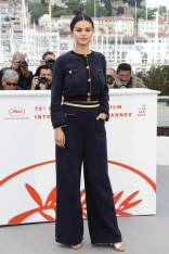 Selena Gomez in Chanel ad un photocall, Cannes Film Festival