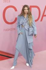 Gigi Hadid in Off-White ai The CFDA Awards, New York