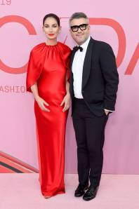 Lily Aldrige in Brandon Maxwell e Brandon Maxwell ai The CFDA Awards, New York
