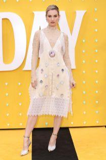 Lily James in Burberry alla premiere di Yesterday, London