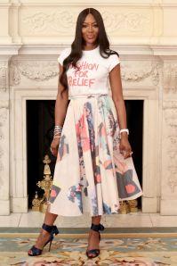 Naomi Campbell in Roksanda e Fashion For Relief T-shirt al BFC event, London