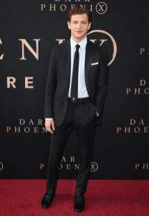 Tye Sheridan in Burberry alla Dark Pheonix Premiere, Los Angeles