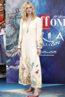 Elle Fanning in Valentino al Giffoni Film Festival.