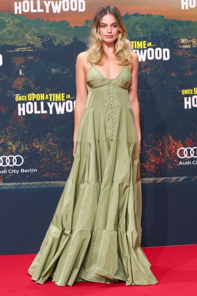 Margot Robbie in Jacquemus alla premiere of Once Upon A Time... In Hollywood, Berlin