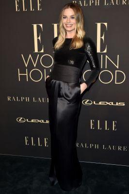 Margot Robbie in Ralph Lauren all'Elle 'Women In Hollywood' event.