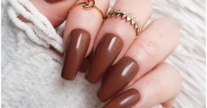 Le unghie marroni sono la nuova tendenza della nail beauty