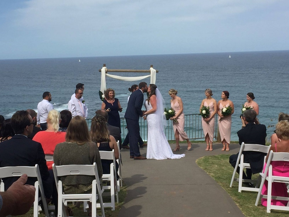Port Macquarie Wedding Harry's Lookout Kiss