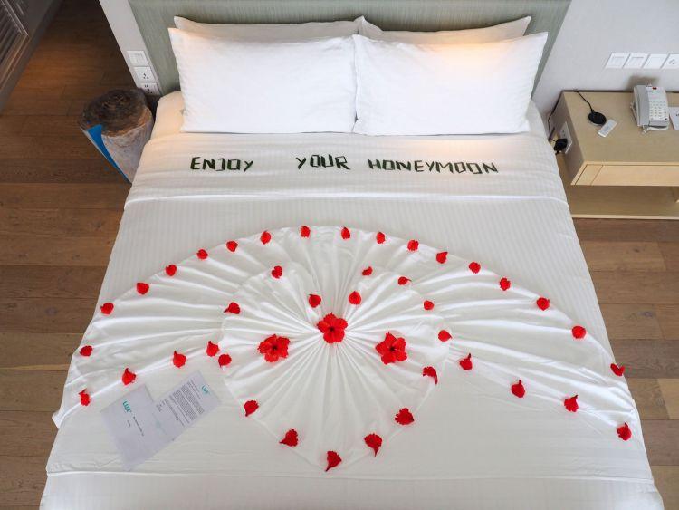Honeymoon Bed LUX Maldives