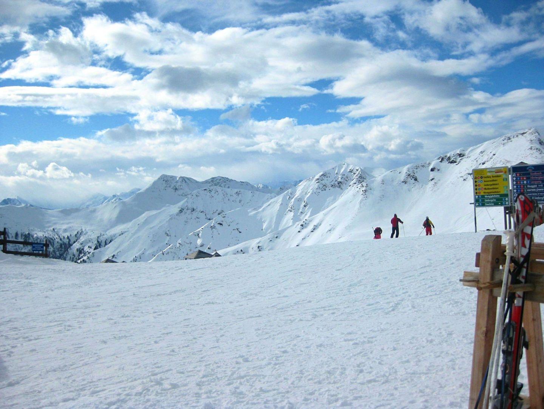 Blue skies skiing Saalbach