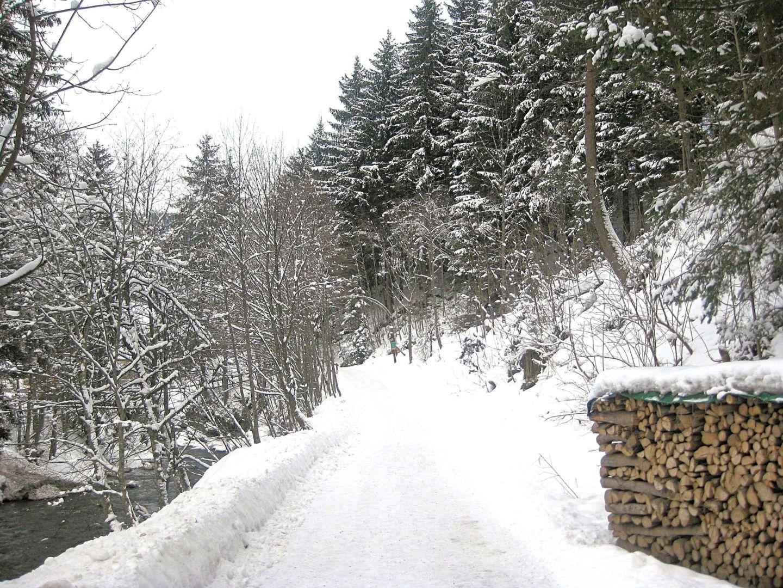 Saalbach path by river