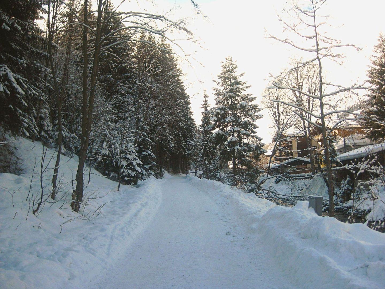 Snowy path in Saalbach