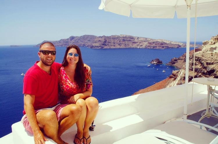 Couple-in-Oia-Santorini-Greece