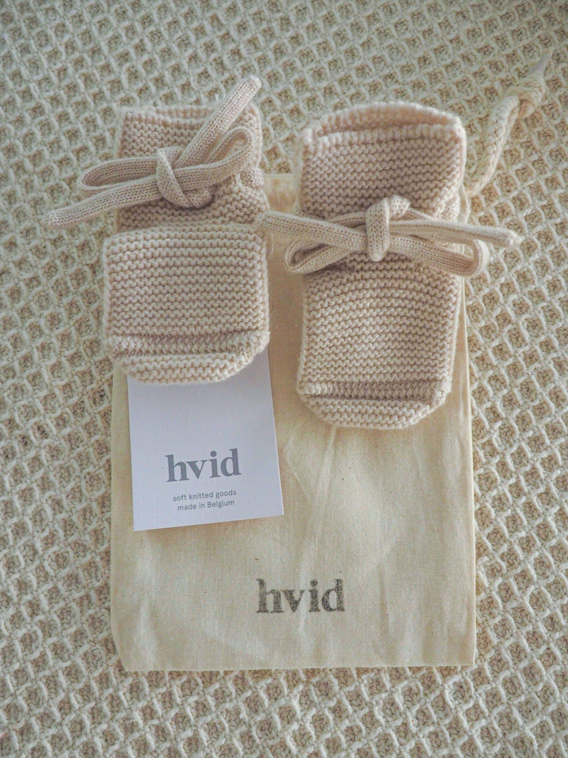 Hvid-booties-in-bag-from-Elves-in-the-Wardrobe