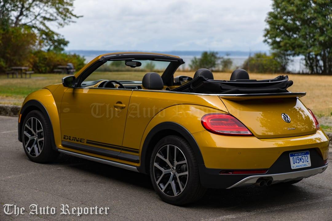 2016-volkswagen-beetle-dune-convertible_02