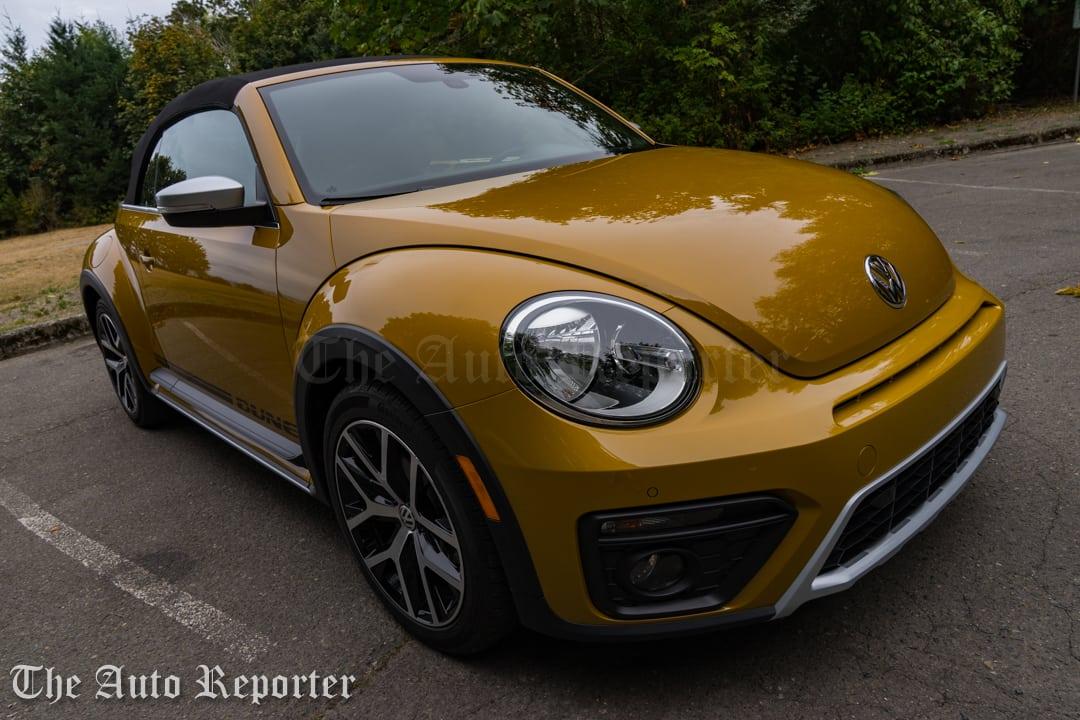 2016-volkswagen-beetle-dune-convertible_32