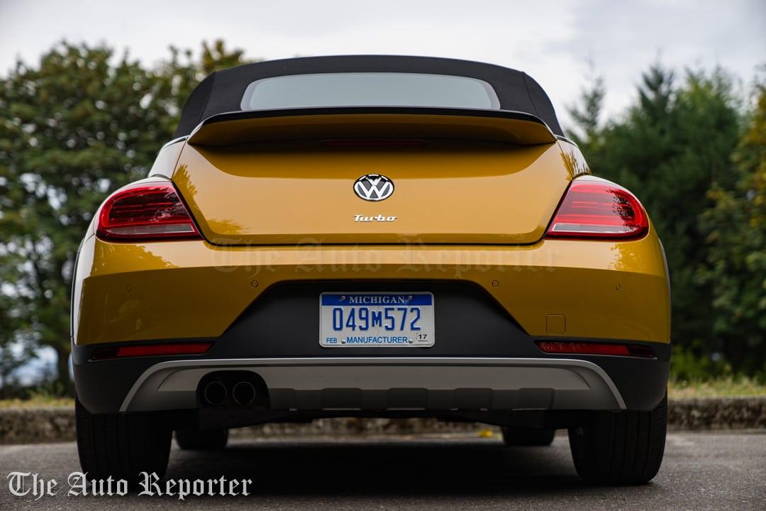 2016-volkswagen-beetle-dune-convertible_39
