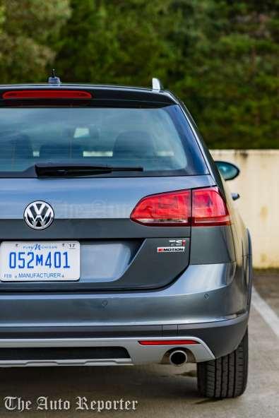 2017 Volkswagen Golf Alltrack-18