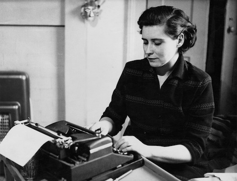 British poet, novelist and playwright Doris Lessing (1919 - 2013) working at a typewriter, circa 1950. (Photo by Paul Popper/Popperfoto/Getty Images)
