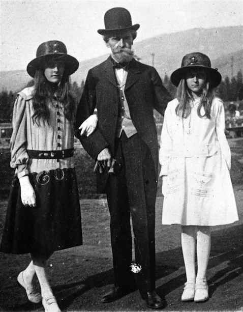 Clark and daughters visit Columbia Gardens, which he built in Butte. It was about 1917. Andrée (left) was approximately 15 years old, making Huguette (right) about 11 and Clark 78.