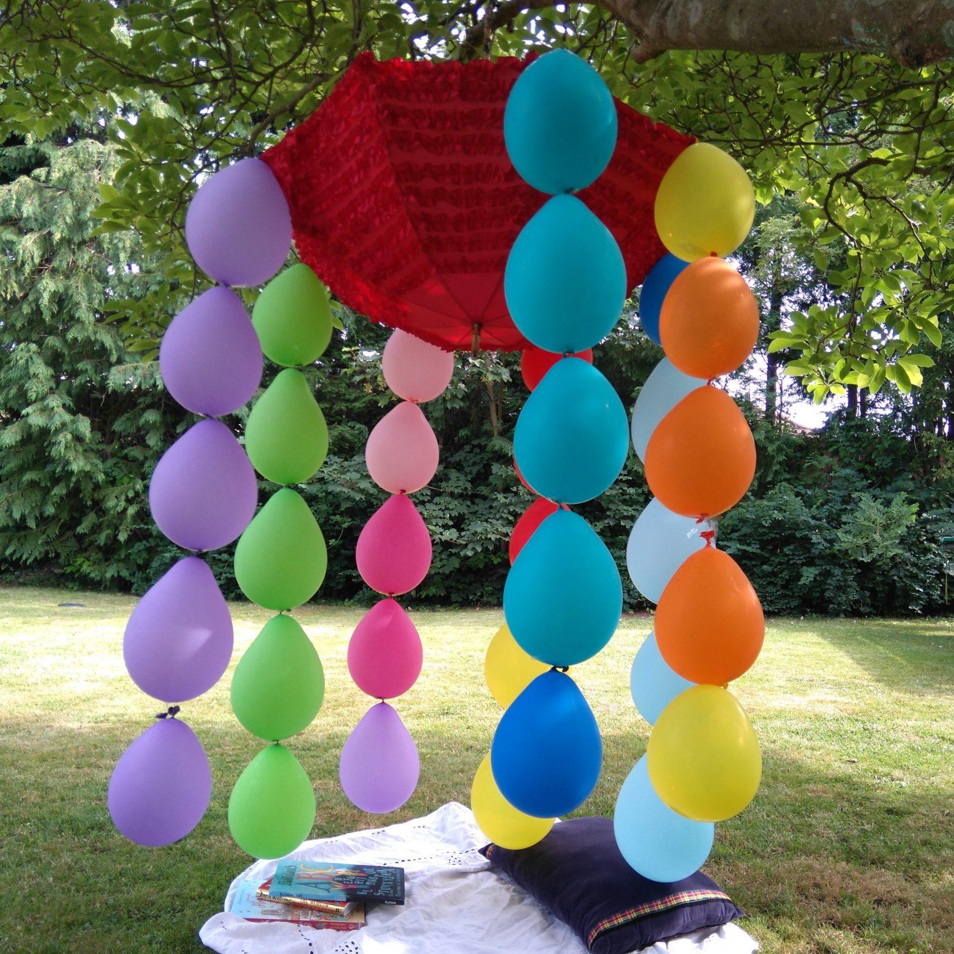 Make a compostable balloons den – A colourful & sustainable party idea!