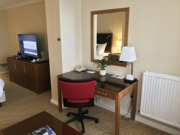 edinburgh marriott desk