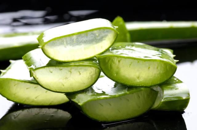 Aloe vera gel for burnt skin treatment