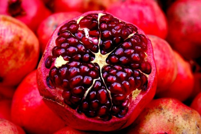 pomegranate fruit for health