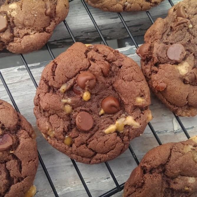 5 Ingredient Chocolate Toffee Cookies