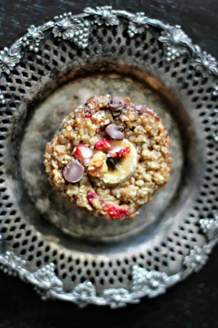 Healthy Baked Strawberry Banana Chocolate Chip Oatmeal