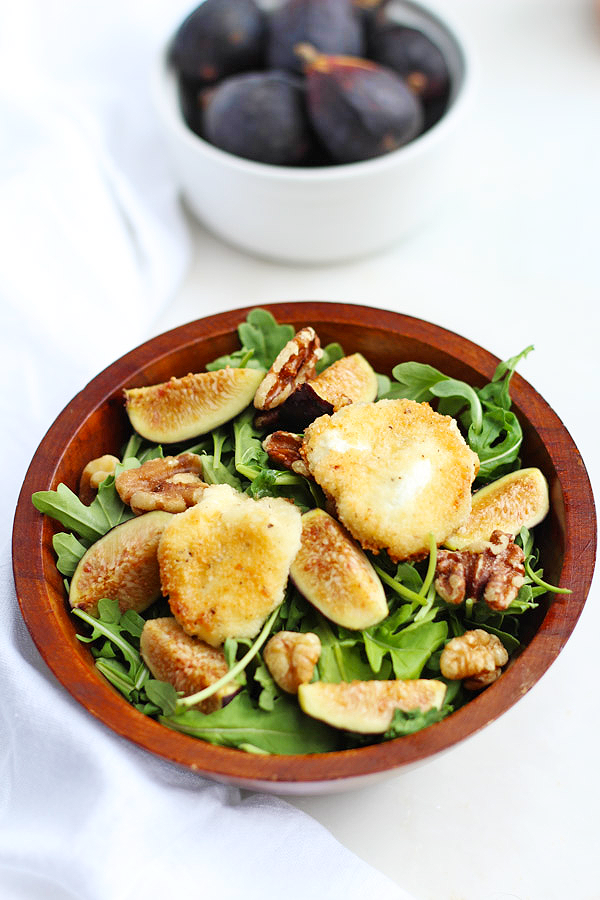 Arugula salad with fresh figs, walnuts and toasted goat cheese. Delicious, full of antioxidants and paleo-friendly!
