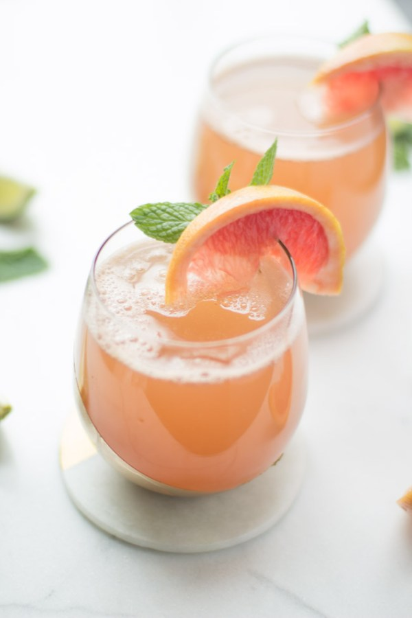 Sparkling Grapefruit Cocktail - a light, bubbly grapefruit cocktail that is perfect for your next celebration!
