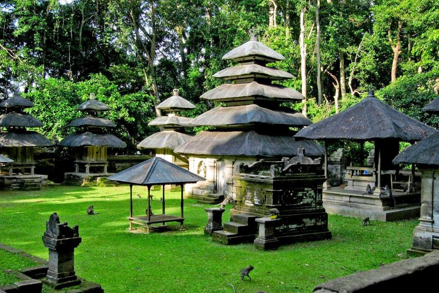 Car charter in Bali