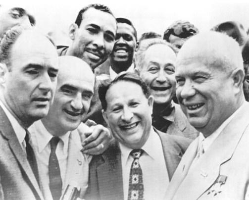 O Nikita Khrushchev με τον Abe Saperstein
