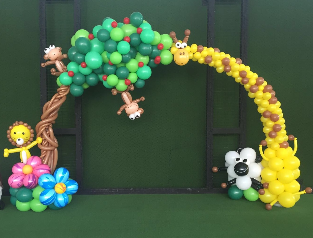 Premium balloon arch decorations in singapore for Balloon arch decoration