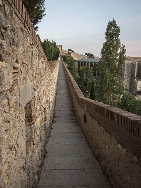 Girona's Old Wall - Things to see in Girona