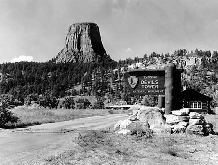 The first US National Monument, Devils Tower in Wyoming. ph: NPS.gov